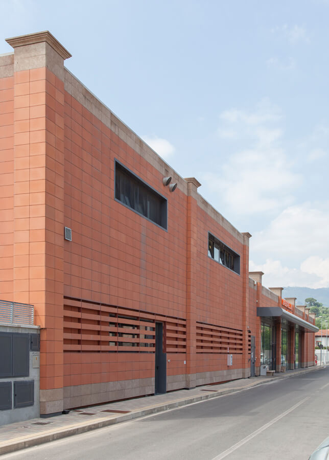 Progetto Supermercato Coop: total red | Baraclit